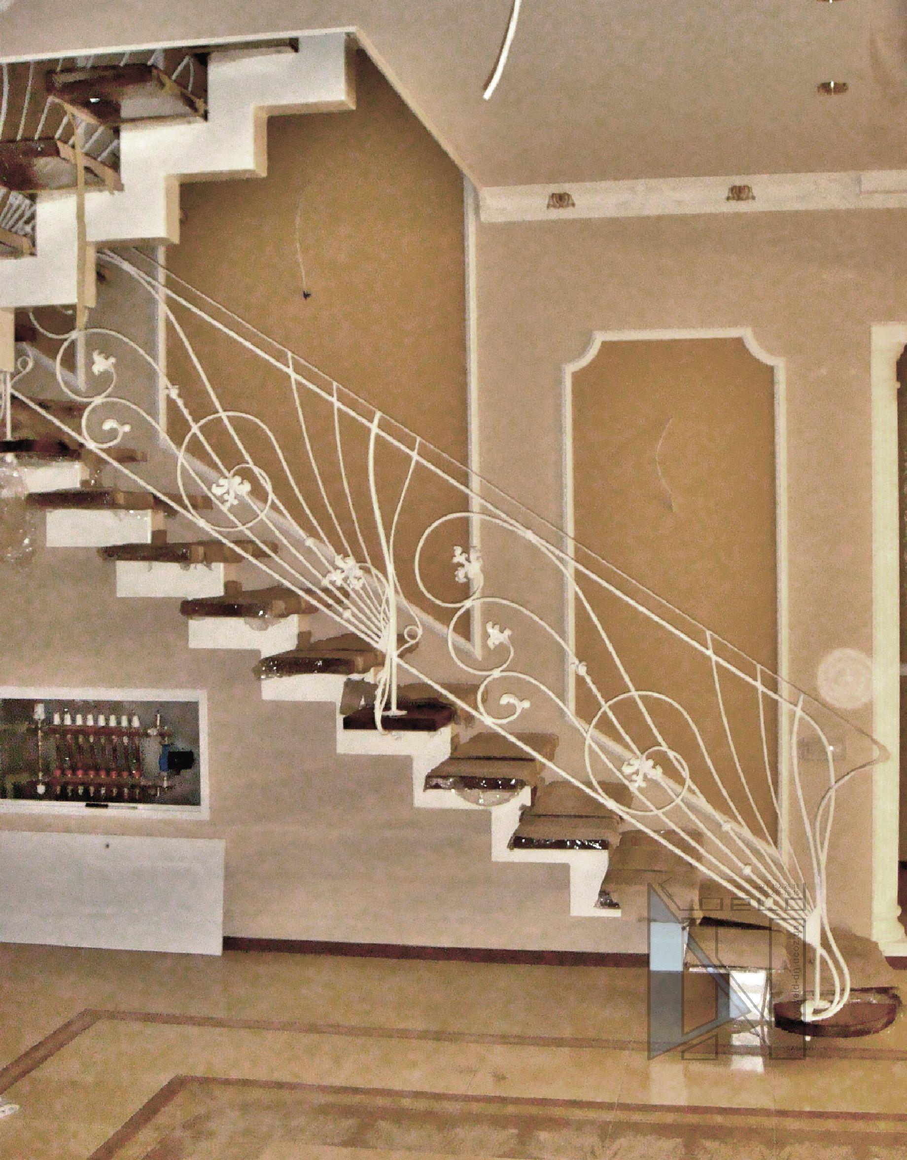 изготовление лестниц из дерева металла в Донецке