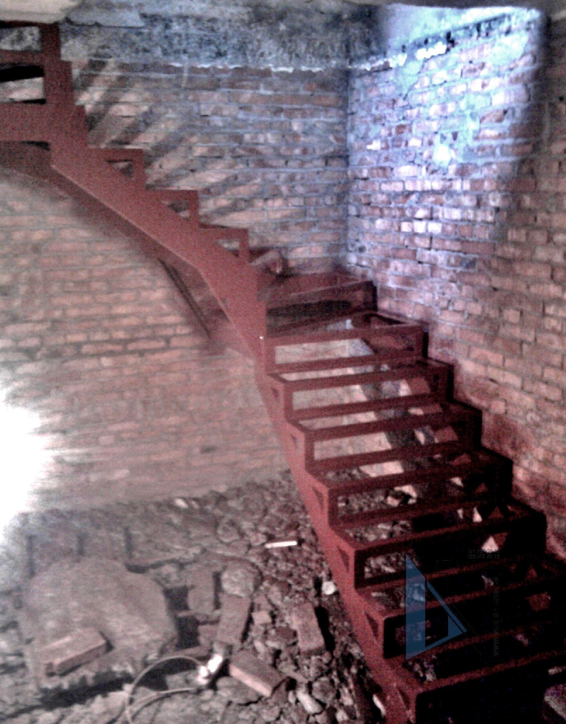 лестница Донецк изготовление и монтаж современных лестниц с деревянными ступенями